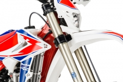 2019 RR 4-Stroke Race Edition Triple-Clamp Detail