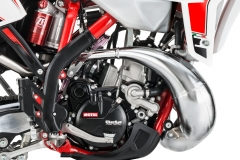 2020-200-RR-Engine-Right-Detail Hi Res